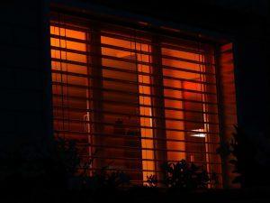 Do blinds help retain heat?